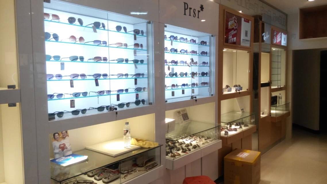 眼镜店装修效果图-河南展柜设计制作第一品牌